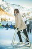 Patinaje de hielo maduro feliz de la mujer en la pista del patín de Medeo Foto de archivo libre de regalías