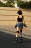 Patinaje de rodillo de la mujer Imagen de archivo libre de regalías