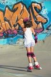 Patinaje sobre ruedas de la muchacha Imagen de archivo libre de regalías