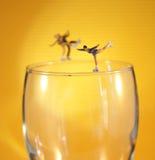 Patineur de glace sur le verre Photographie stock libre de droits