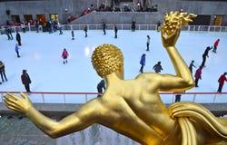 Patineurs de glace de centre de Rockefeller Photographie stock libre de droits