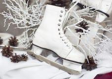 Patins brancos, ainda vida Imagens de Stock