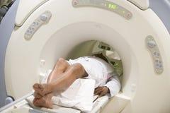 Patiënt die het Aftasten van de KAT heeft Royalty-vrije Stock Afbeeldingen