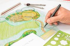 Patio πετρών σχεδίου αρχιτεκτόνων τοπίου στο σχέδιο κήπων κατωφλιών στοκ φωτογραφία με δικαίωμα ελεύθερης χρήσης