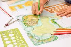 Patio πετρών σχεδίου αρχιτεκτόνων τοπίου στο σχέδιο κήπων κατωφλιών στοκ εικόνες