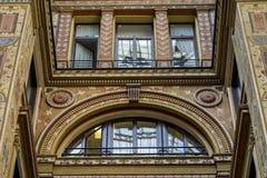 Patio adornado pintado y adornado del Galleria Sciarra Fotos de archivo