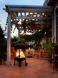 Patio al aire libre con la chimenea Fotografía de archivo
