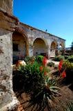 Patio católico viejo romántico de la misión Foto de archivo