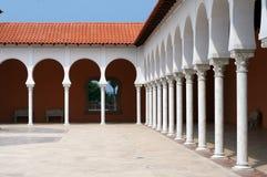 Patio de la construction moderne dans le type espagnol. Photographie stock libre de droits