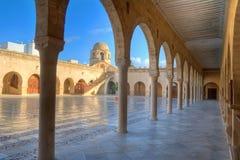 Patio de la gran mezquita en Sousse imágenes de archivo libres de regalías