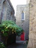 Patio de la iglesia Imagen de archivo libre de regalías