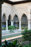 Patio de las Doncellas dans l'Alcazar, Séville, Espagne Images libres de droits