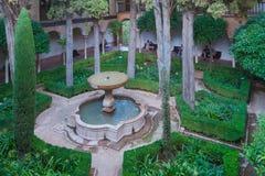 Patio de Lindaraja nahe bei Palast der Löwen, Nasrid-Paläste, Alhambra, Granada stockfotos