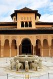 Patio de los Leones,阿尔罕布拉宫宫殿在格拉纳达,西班牙 库存照片