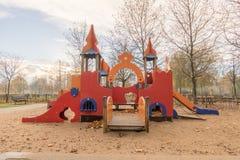Patio de los niños en parque público Foto de archivo libre de regalías