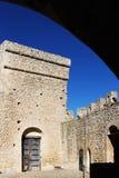 Patio de un castillo de Edades Medias Fotos de archivo libres de regalías