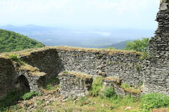 Patio del castillo Bezdez Fotos de archivo libres de regalías