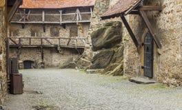 Patio del castillo de Czoch en Lesna - Polonia. Foto de archivo libre de regalías