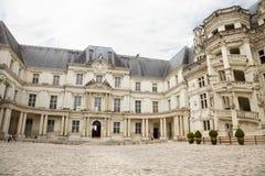 Patio del castillo francés de Blois, Francia imagen de archivo libre de regalías