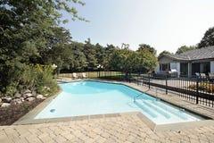 Patio del ladrillo y piscina Fotografía de archivo
