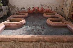 Patio del monasterio de los capuchones en Antigua en Guatemala fotos de archivo libres de regalías