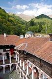 Patio del monasterio del santo Ivan de Rila Fotos de archivo libres de regalías