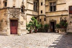 Patio del museo Musee de Cluny de Cluny París, Francia Fotografía de archivo libre de regalías