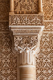 Patio del particolare della colonna dei leoni da Alhambra Immagini Stock