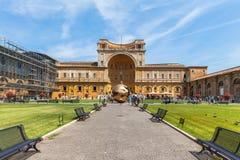 Patio del Pinecone en el museo del Vaticano Imagen de archivo libre de regalías
