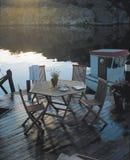 Patio di Moden con il lago e la barca Immagini Stock Libere da Diritti