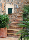 Patio e scale tipici di Maiorca Immagini Stock