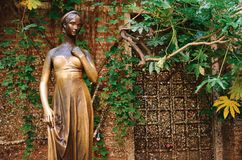 Patio e statua Juliet, Verona, Italia immagini stock