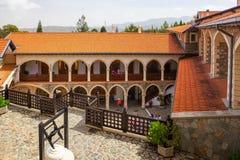 Patio en el monasterio famoso de Kykkos Foto de archivo libre de regalías
