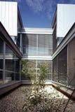 Patio en un edificio moderno Fotos de archivo libres de regalías