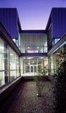 Patio en un edificio moderno Imagen de archivo libre de regalías