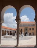 Patio español del estilo imágenes de archivo libres de regalías