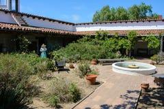 Patio espagnol typique de villa de style Photographie stock libre de droits