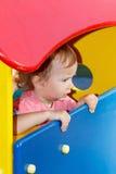 Patio exterior que juega peculiar del autismo de niños, niño en el parque, niñez Imágenes de archivo libres de regalías