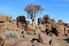 Patio gigante - un paisaje extraño de la roca en Keetmanshoop - Namibia imagenes de archivo