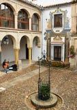 Patio Hiszpańszczyzna antyczny dom obrazy royalty free