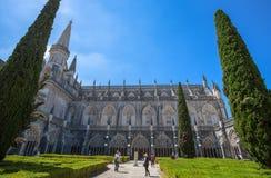 Patio interno del jardín del monasterio de Batalha, Portugal Es un convento dominicano en la parroquia civil de Batalha, de Portu Foto de archivo