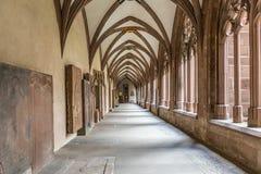 Patio medieval viejo del claustro anterior de la bóveda de Stephan Imagen de archivo libre de regalías