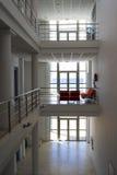 Patio moderne d'un musée Photographie stock libre de droits