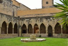 Free Patio Of The Cathedral Of Saint Mary In Tortosa Stock Photos - 105939933