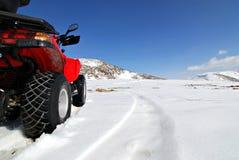 Patio rojo en nieve Foto de archivo libre de regalías