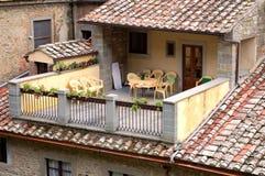 Patio toscan ensoleillé Photos libres de droits