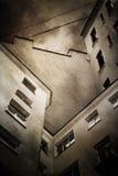 Patio trasero oscuro del grunge imagen de archivo