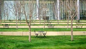 Patio verde moderno nel distretto aziendale Fotografia Stock