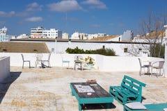 Patioaufenthaltsraum Dachspitzen-Faros Portugal im Freien stockbild