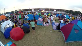 Patiti cattolici messi sulle tende, veglia della tenuta in parco per osservare festività del nazareno nero archivi video